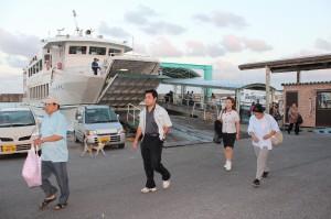 佐良浜港船着き場の風景