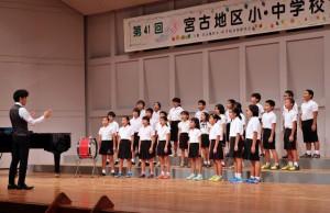 小中24校から827人が日ごろの練習の成果を競い合った発表会=30日、マティダ市民劇場