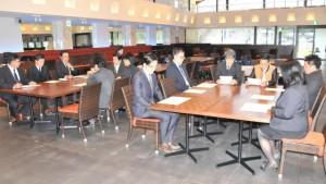 第34代青年部長選出について審議する臨時総会=7日、市内レストラン